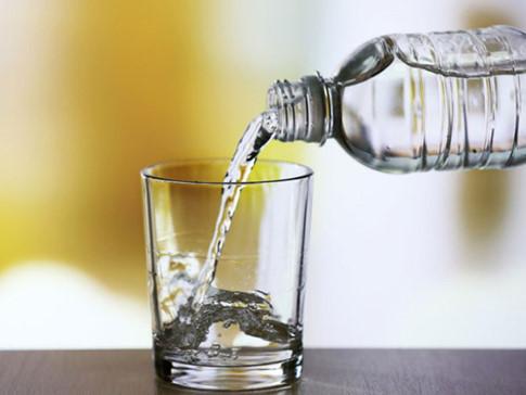 Thói quen nên thay đổi : Uống ít nước